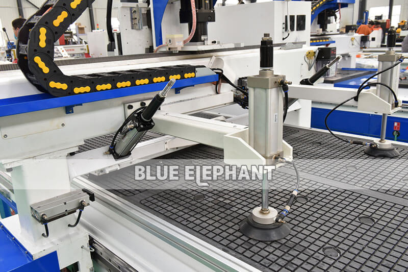 ELECNC-1325 CNC Router Automatic Loading and Unloading1