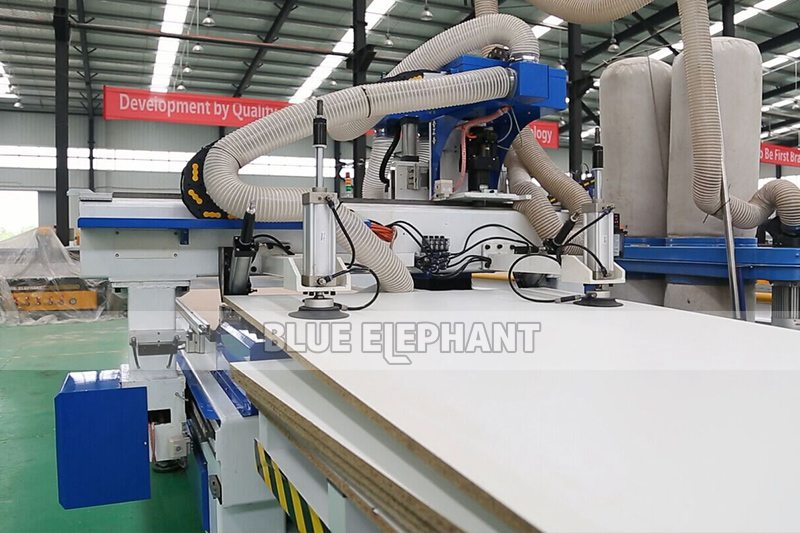 ELECNC-1325 CNC Router Automatic Loading and Unloading3
